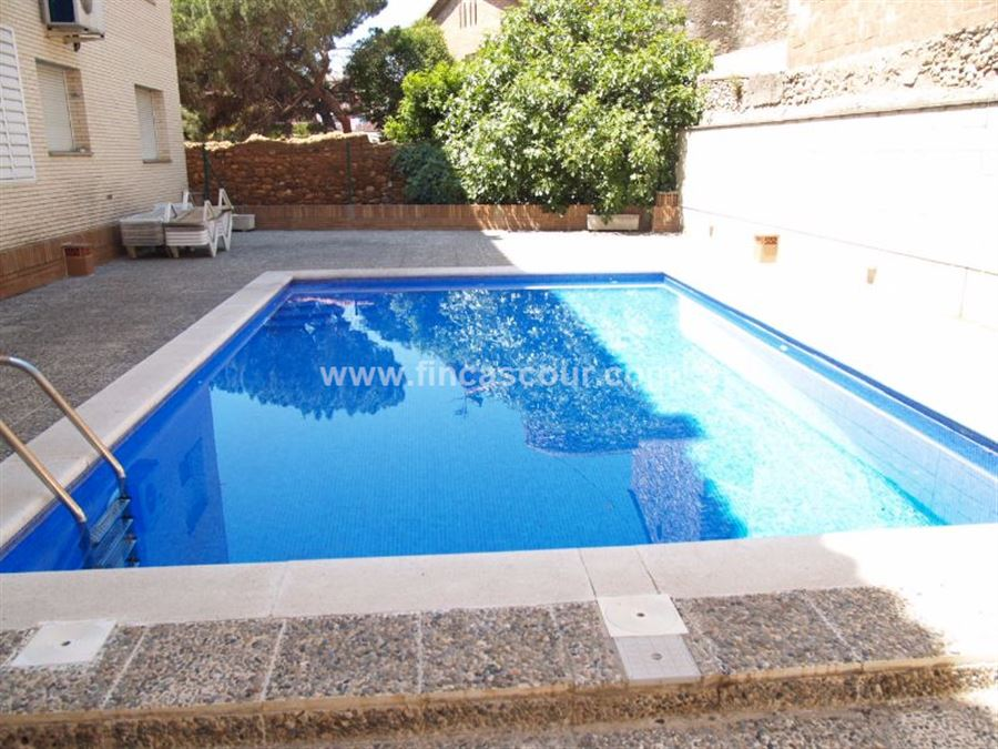 Fincas cour for Piscina ripollet