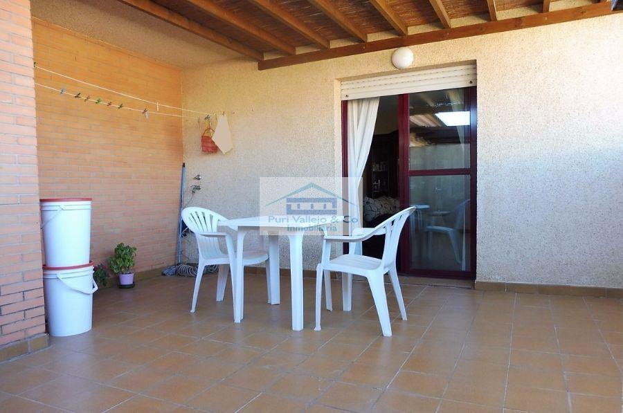 Ático con amplia terraza de 4 dormitorios en Vista Alegre.