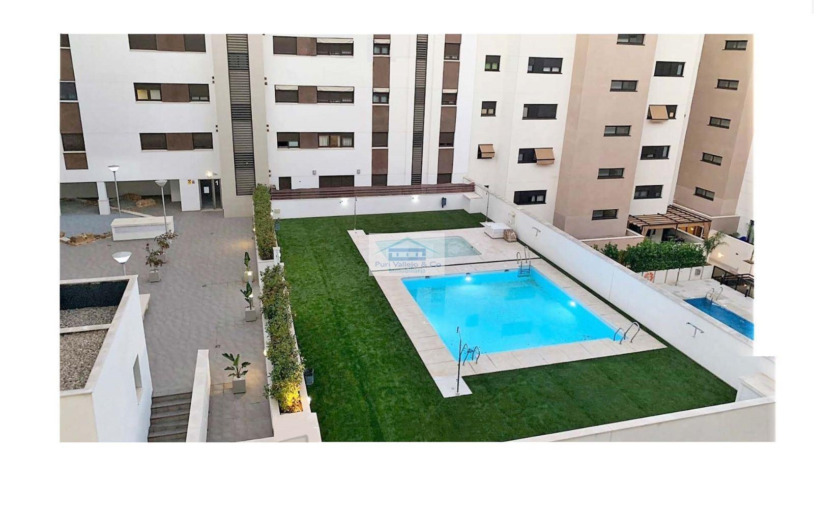 Piso en Nuevo Zoco en residencial con piscina con terraza de 40m.
