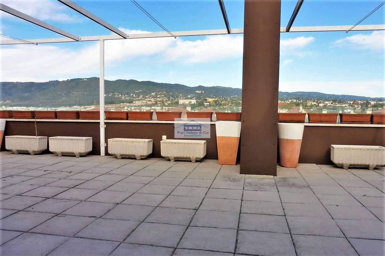 Ático con gran terraza en Tablero. Alquiler sin muebles