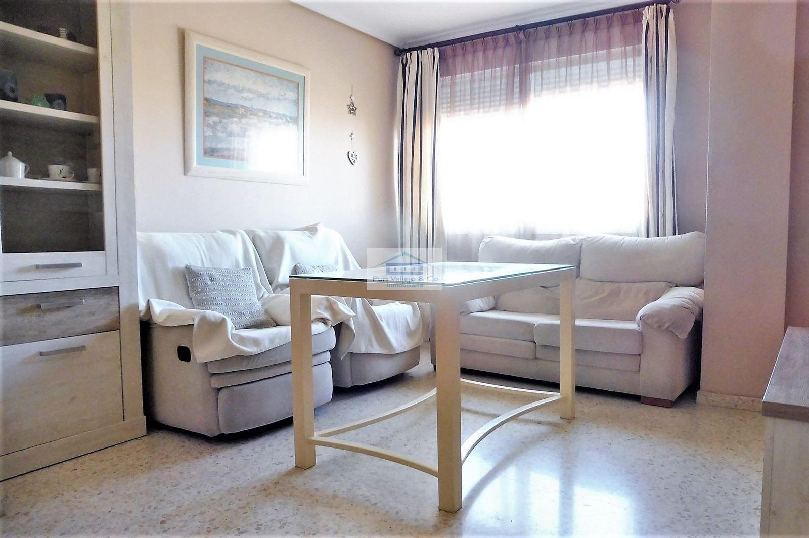 Alquiler amueblado con 3 dormitorios.