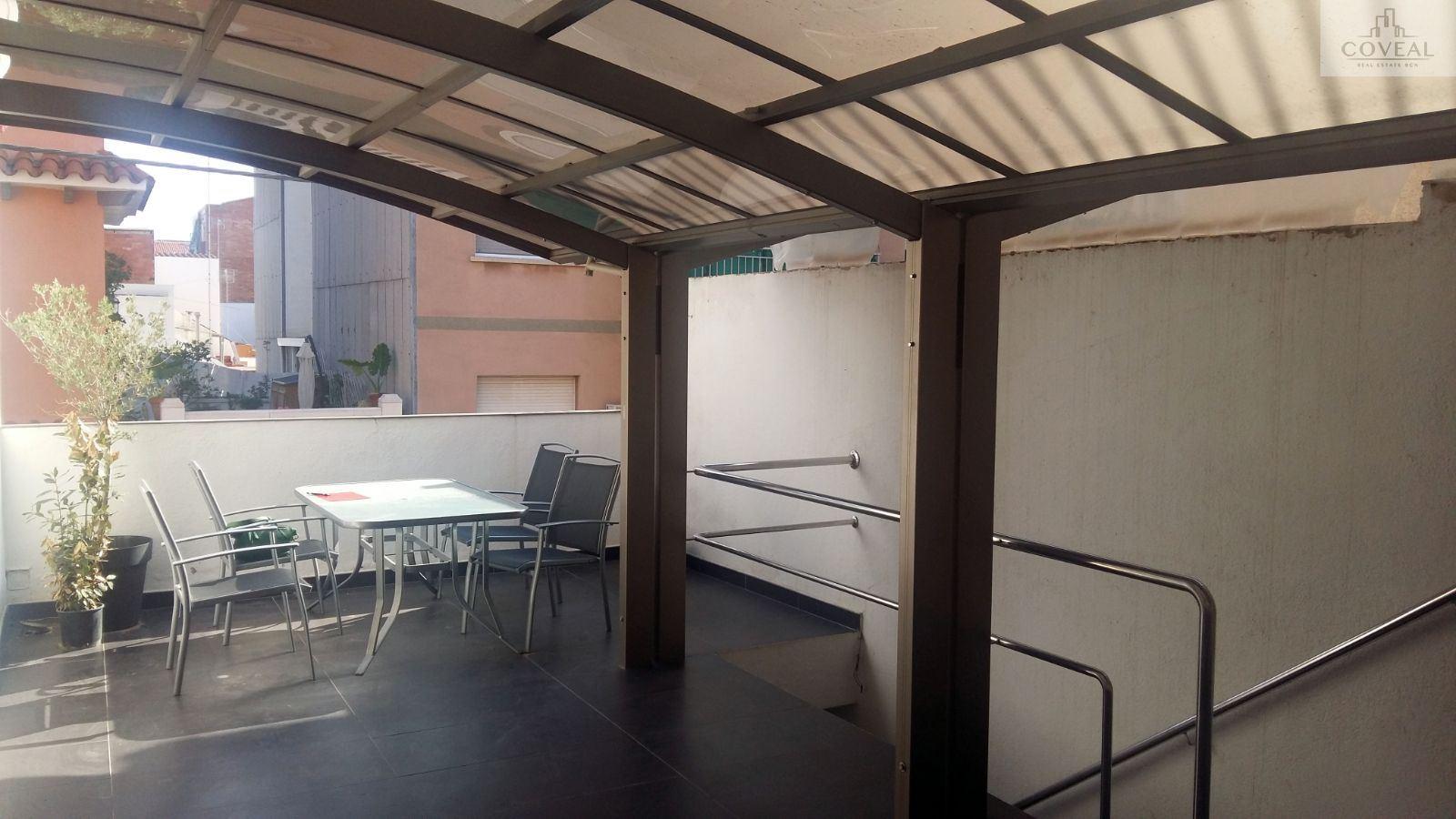 Casa con Local Comercial en Planta Baja situado en Premia de Mar