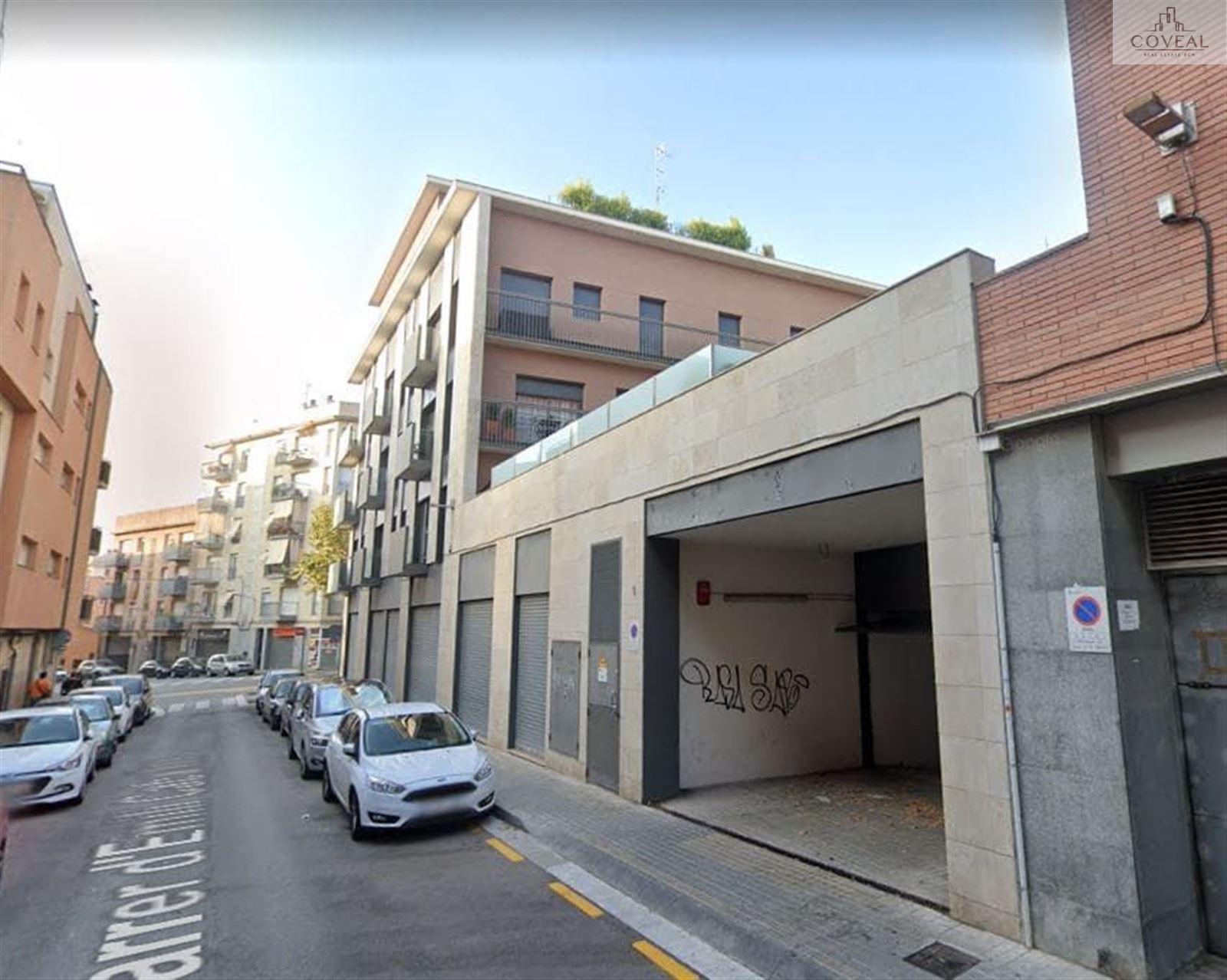 Amplias plazas de parking en calle Emili Cabañes des de 90€/mes