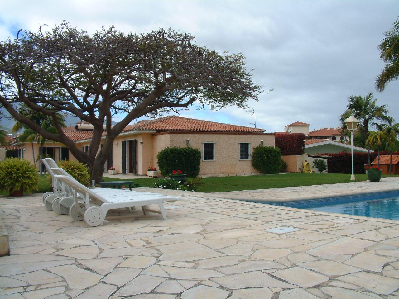 DETACHED HOUSE in PUERTO DE LA CRUZ,  of 433 m²